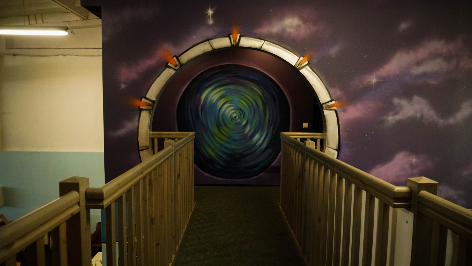 Kosmose tuba / 20 käepaela / Asub teisel korrusel
