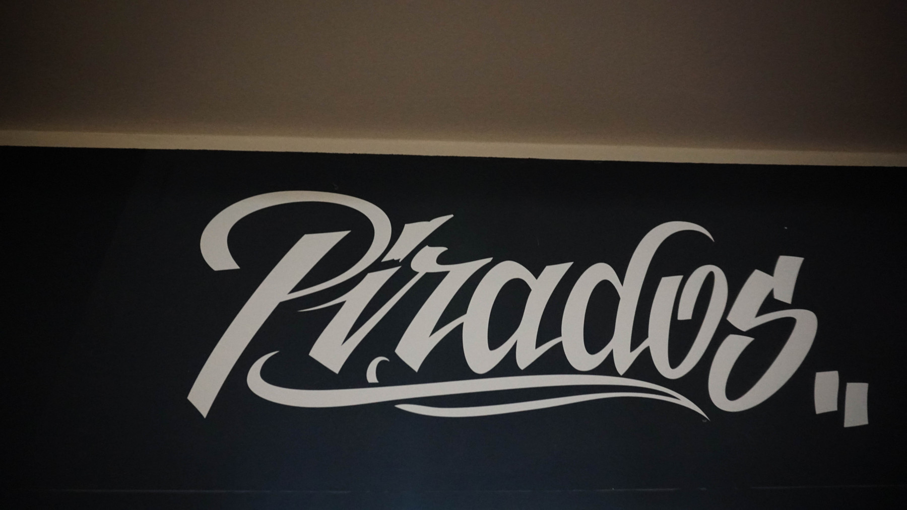 Pirados / 20 käepaela / Asub esimesel korrusel